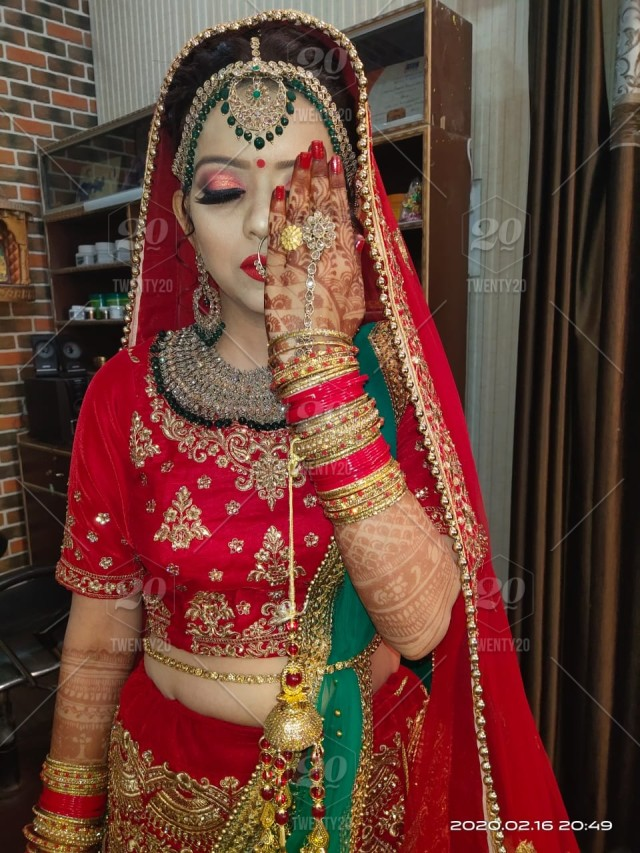 Beautiful Indian Bride Giving Pose For Her Wedding Pics Stock Photo 88c0354c 2526 4226 Afe7 C222b978a46b