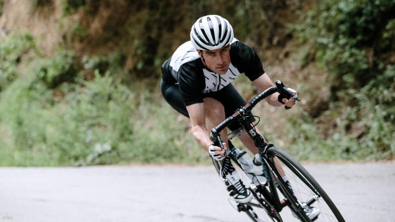 Rennradfahrer mit Giro Radschuhen
