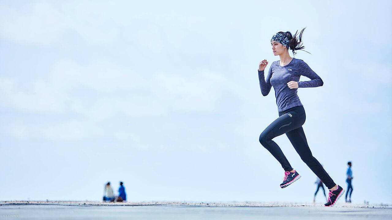 Läuferin mit Li-Ning Laufhose