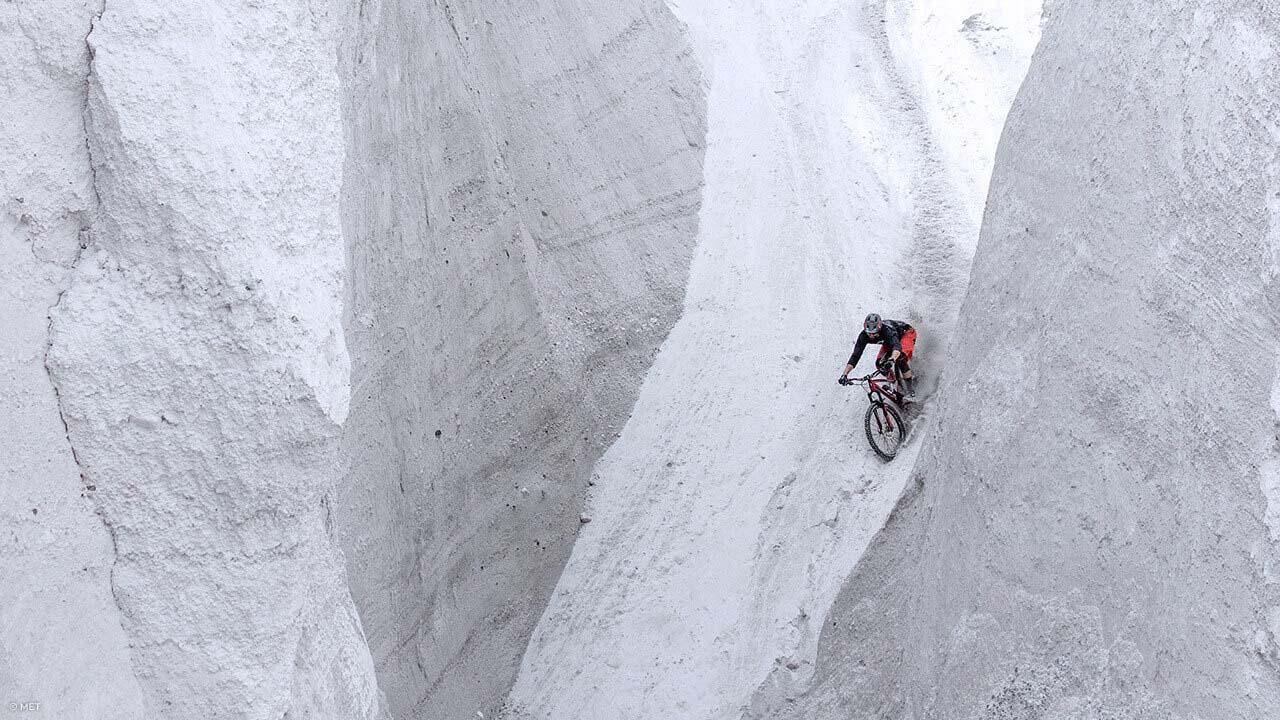 Mountainbiker mit MET Helm