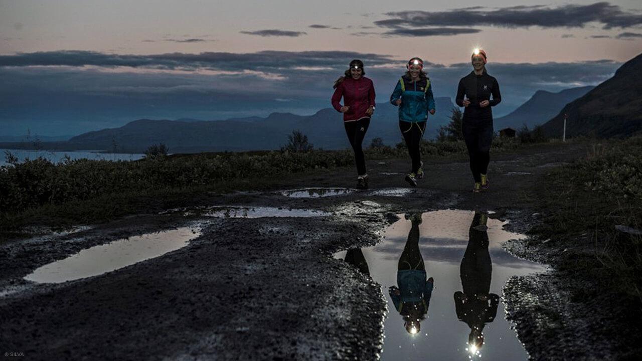 Läuferinnen mit Silva Stirnlampen
