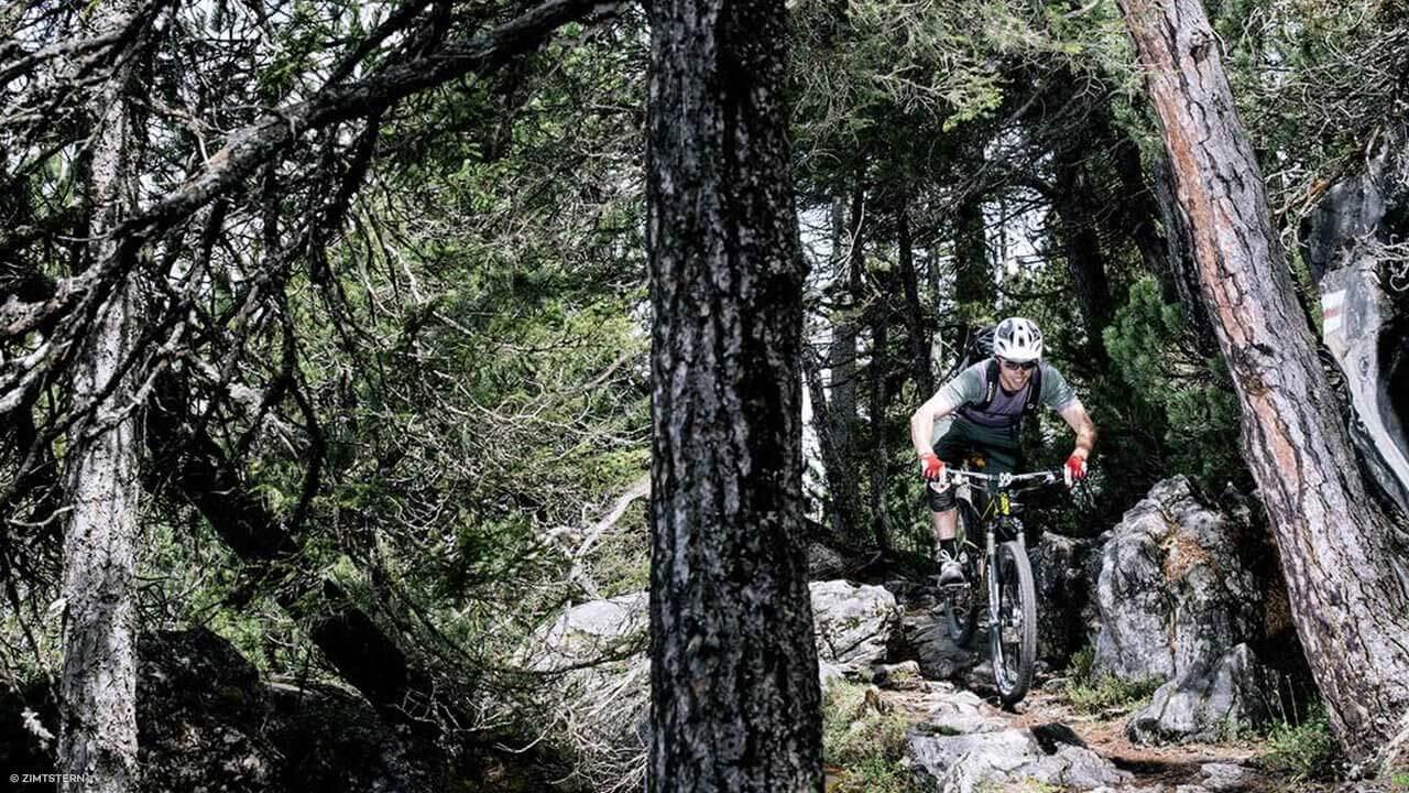 Mountainbiker mit Zimtstern Radoutfit
