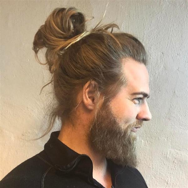 Kiểu tóc búi của Lasse Matberg