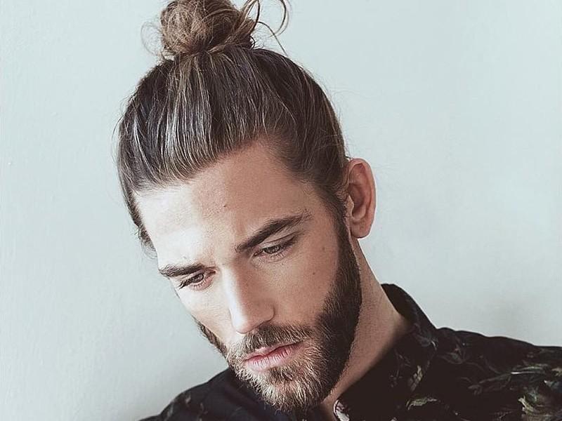 Kiểu tóc búi + râu