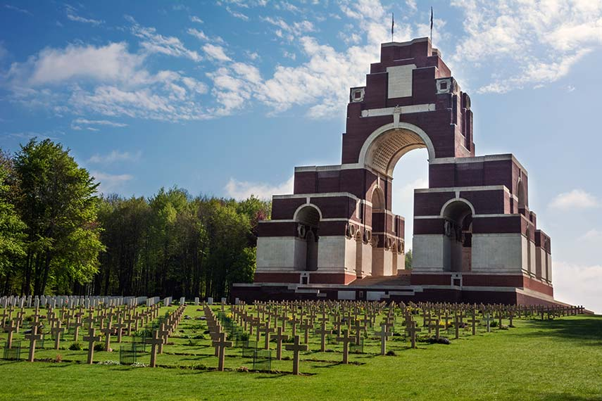 Lutyens' enormous war memorial at Thiepval