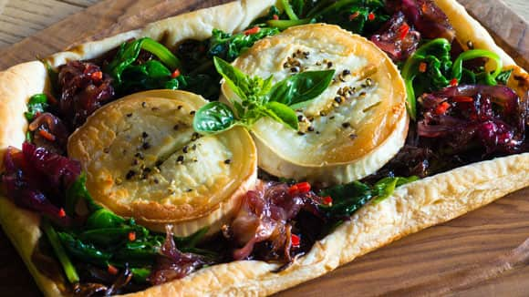 Tomato, thyme and goat's cheese tart