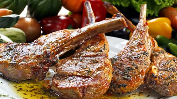 Barbecued lamb chops with Paloise sauce