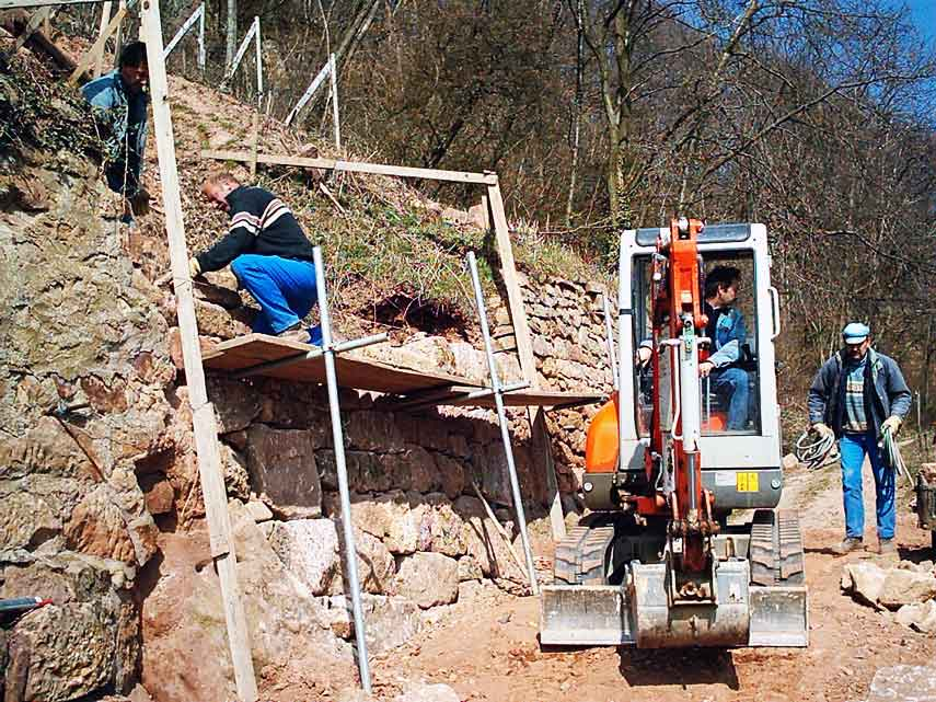Maintaining the dry stone walls at Domaines Schlumberger is laborious and skilled work