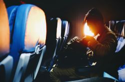 Ką vilkėti ilgo skrydžio metu?