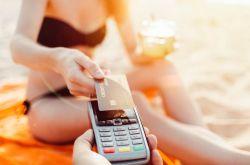Grynieji pinigai ar banko mokėjimo kortelė: ką rinktis egzotiniuose kraštuose