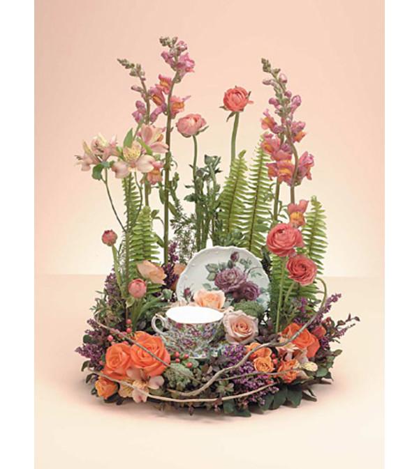 Wreath with Teacup   SF84-11