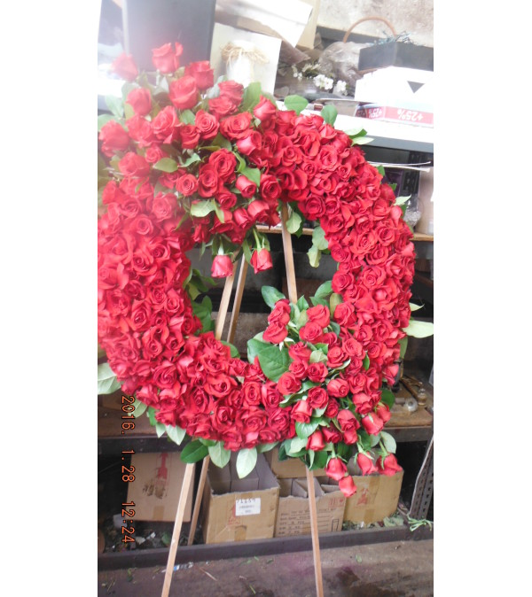 all red rose wreath2