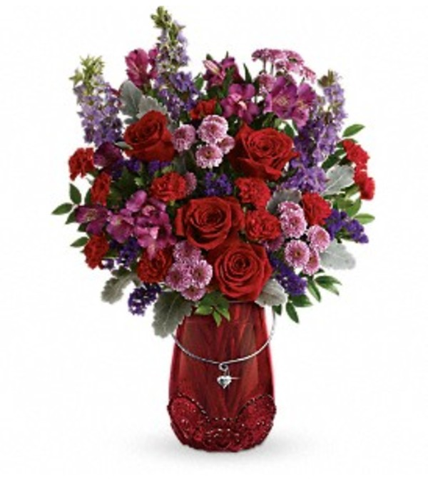 TF'S DELICATE HEART BOUQUET