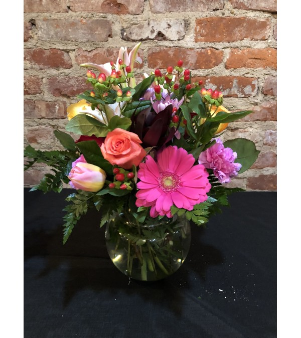 MIXED COLORS FOR VALENTINES DAY VASE
