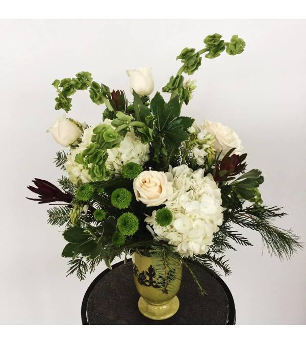 Tundra Vase Christmas