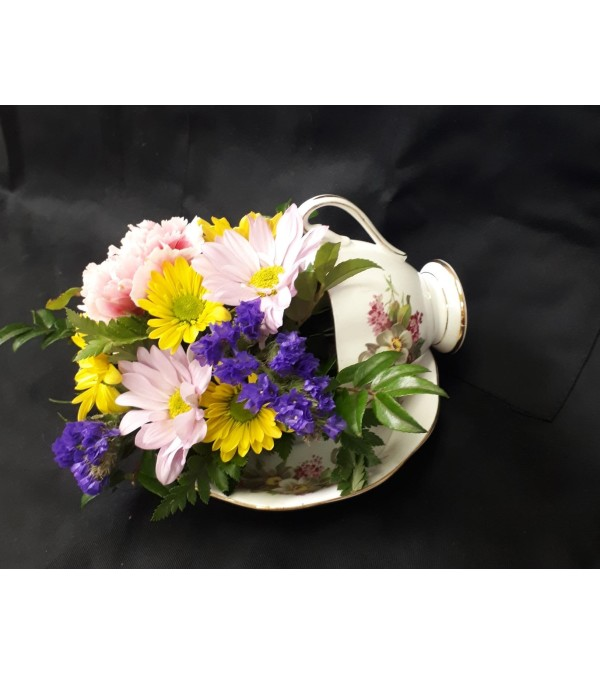 Tea Cup bird feeder bouquet