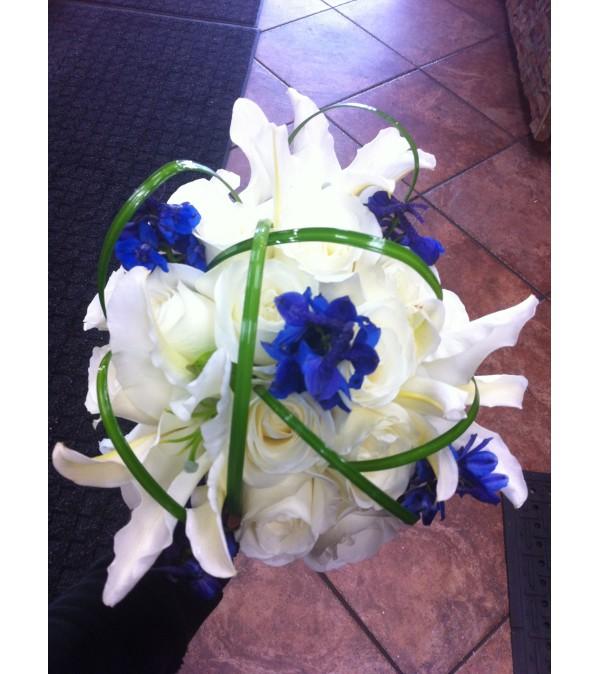 Bear Grass Crown Bouquet