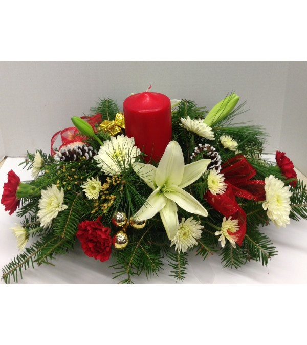 Merritts Christmas Pillar candle Centerp