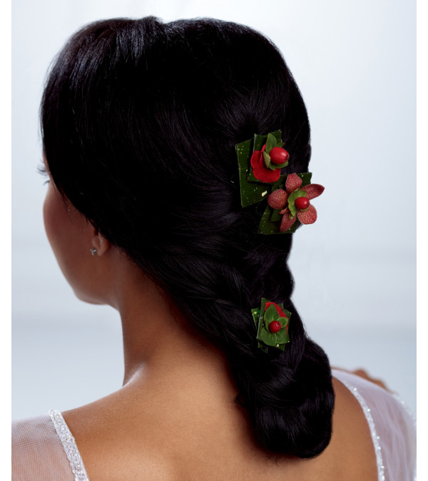The FTD® Very Berry™ Hair Décor