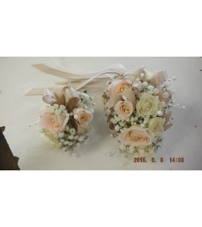 majolica spray rose corsage and boutonniere3
