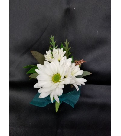 Simply Daisies Boutonniere