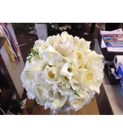 white calla lilies and polo rose bridal bouquet56