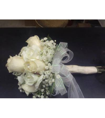 HAND TIED BOUQUET OF ROSES