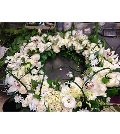 Modern treasured memories wreath