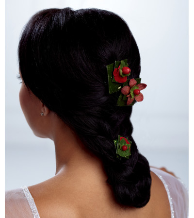 The FTD® Very Berry™ Hair Décor