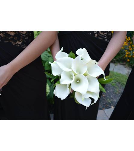 HANDTIED OF WHITE CALLA LILIES