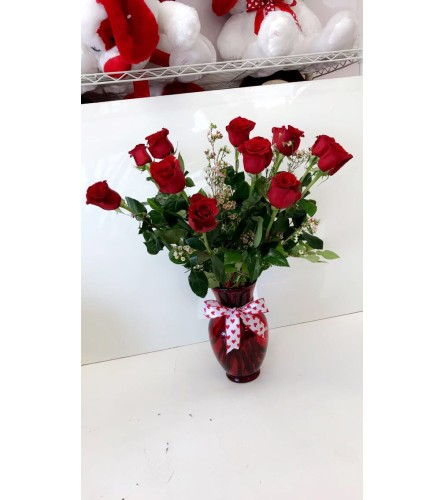 Red vase dozen roses