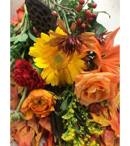 DESIGNER CHOICE  HAND-CRAFTED FALL CENTERPIECE