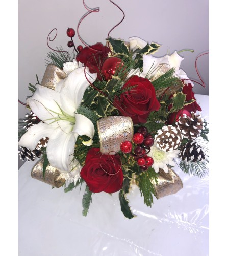 FRESH CHRISTMAS FLORAL PINE IN GOLD SQUARE VASE