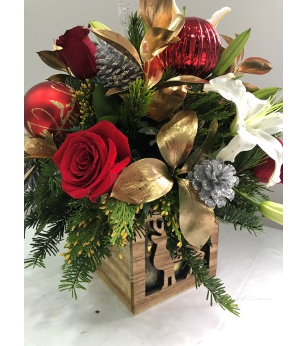 FRESH FLORAL AND PINE IN WOODEN SQUARE VASE