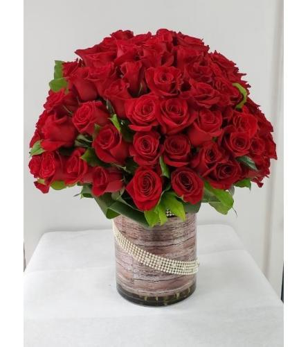 100 Red Roses Elegance
