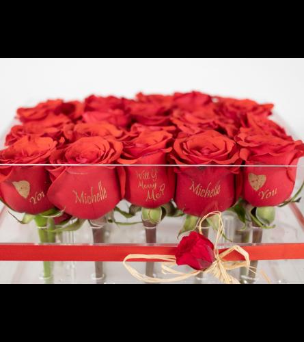 LUXURY FRESH ROSES Clear Box 25 Roses