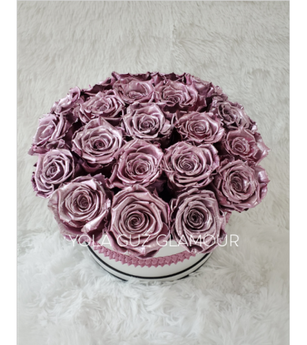 Preserved Metallica Pink Roses  in Round Box 2 Years LifeSpan