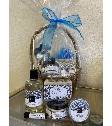 Dallas Soap Company Honeymoon Romance Spa Basket