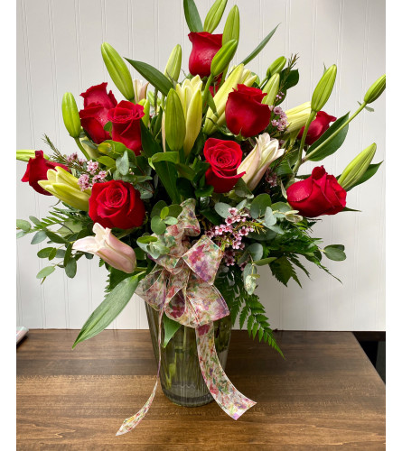 Designer's Best-Roses & Lilies