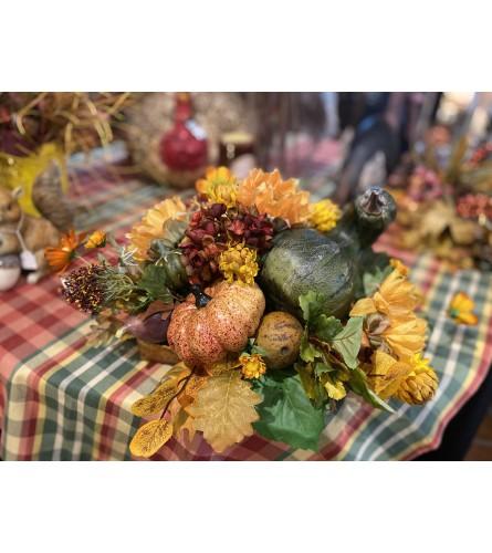 Beautiful Fall Center Piece w/ Gourds