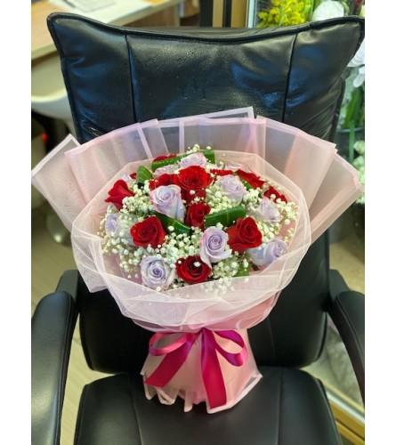 Trendy Rose handtied Bouquet
