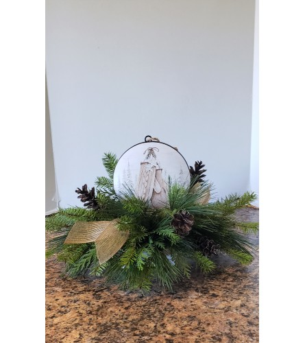 Lodge Ornament Centerpiece