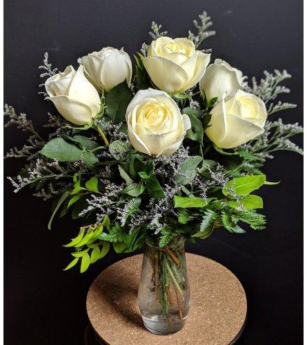 6 White roses in a vase