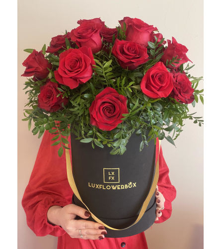 Unforgettable 25 red Roses ( box can be white or pink)