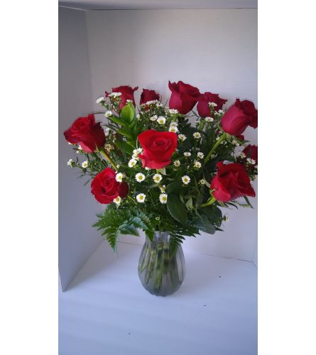 12 Roses with Montecasino in a Clear vase