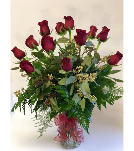 Twelve Romantic Red Roses