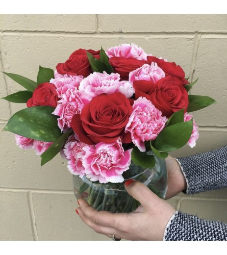 Roses & Carnations By Dynamic Flowers