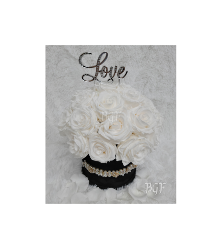 White Love in Suede Box Preserved Roses