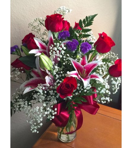 STARRY STARRY NIGHT STARGAZER LILIES & RED ROSES