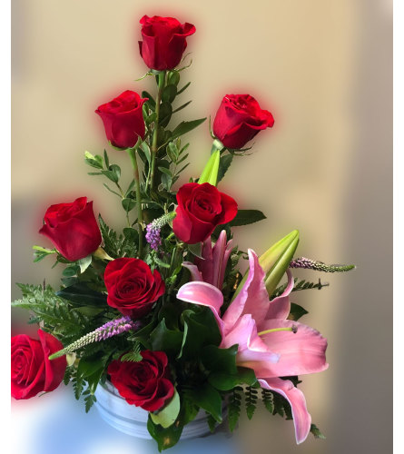 CONTEMPORARY STYLE ROSES & LILY